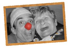 Sourires et bonne humeur témoignent des bénéfices de la démarche Clown d'Accompagnement auprès des résidents des centres de soins gériatriques